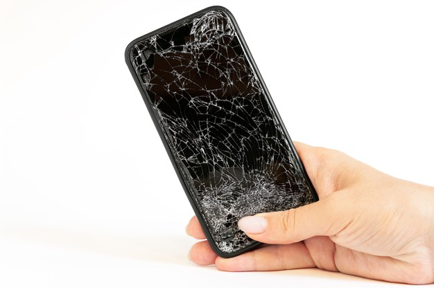 Should You Be Using a Phone With a Cracked Screen